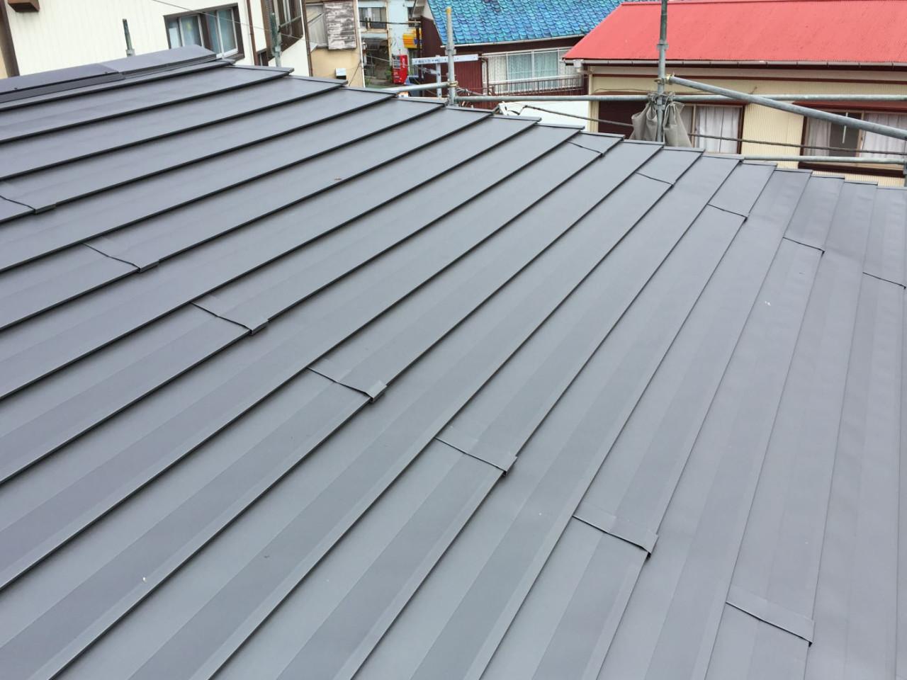 屋根ステンレス段葺き(東伊豆町)