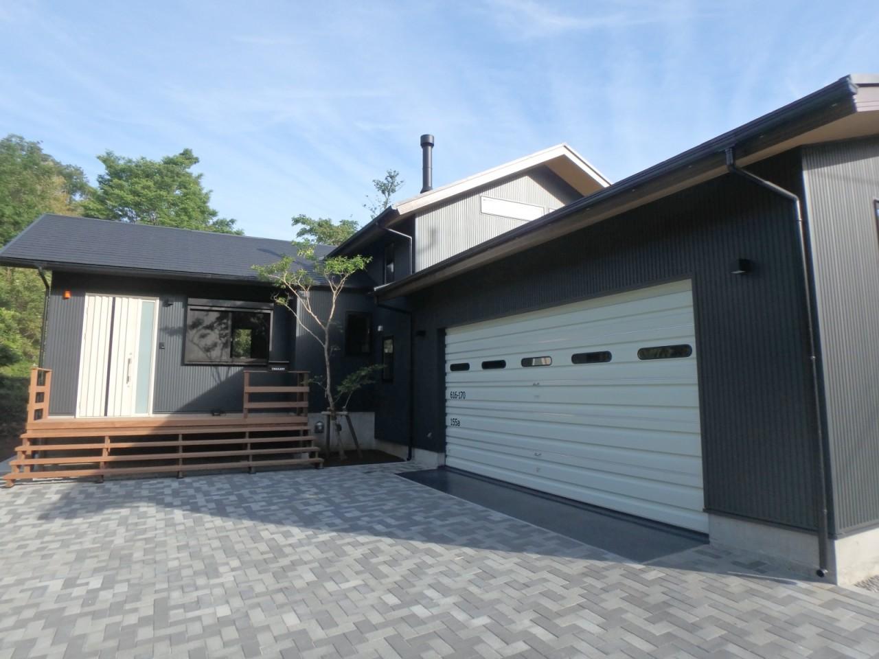 屋根コロニアル葺き・外壁金属サイディング(伊東市)